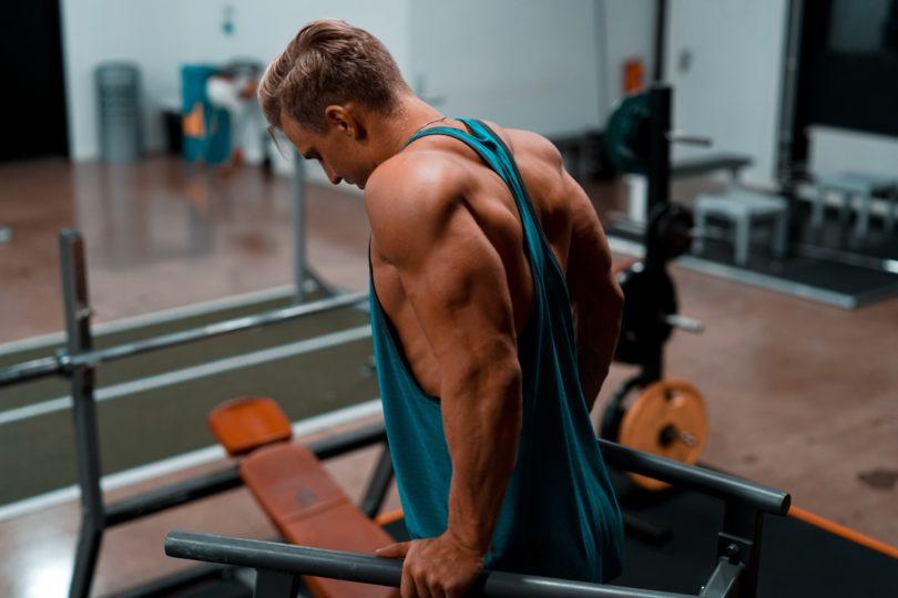 上腕三頭筋の自重トレーニング7選【二の腕を鍛える筋トレ!】