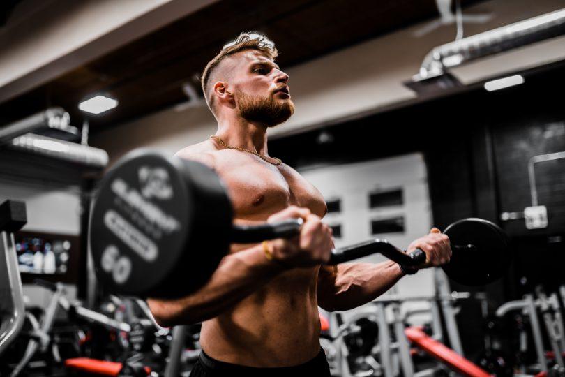 上半身のバーベルトレーニング6選【高重量の筋トレで筋肥大を狙え!】